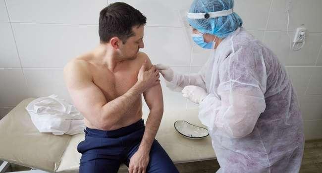 Вакцинация Степанова и Зеленского была очень похожа на дешевое шоу, – политолог