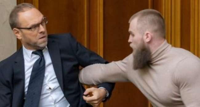 Трибушная: есть вопрос к «слугам» - они депутата Дмитрука специально для того завели в Раду, чтобы он защищал трибуну