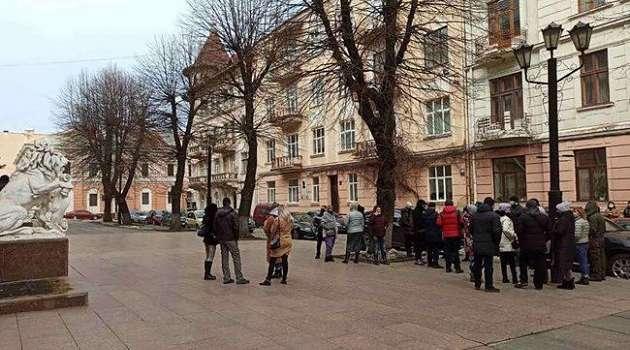 Предприниматели Черновцов протестуют против карантина, требуя отмены ограничений