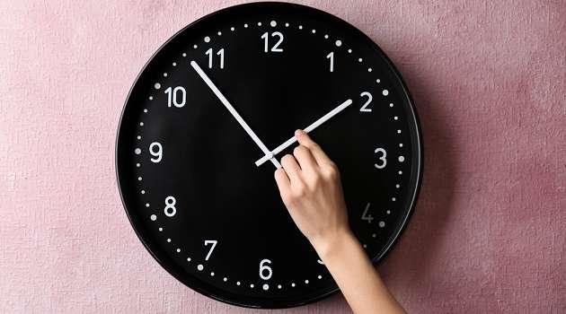 Врач указал на целесообразность отмены перевода часов в Украине