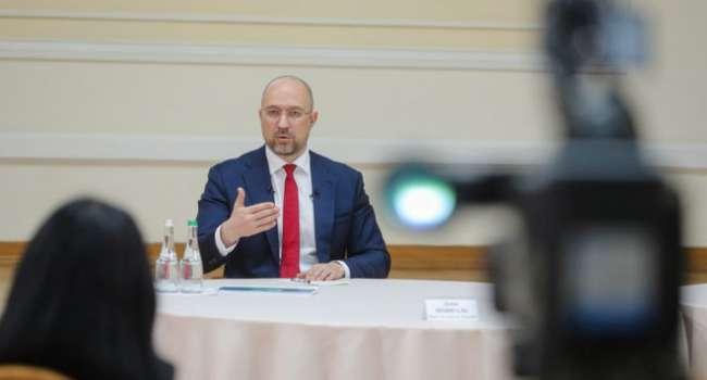 Политолог: Шмыгаль стал первым премьером в истории Украины, который после года пребывания в должности отчитывался не о достижениях, а о провалах
