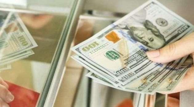 На межбанке курс доллара снижается третий день подряд