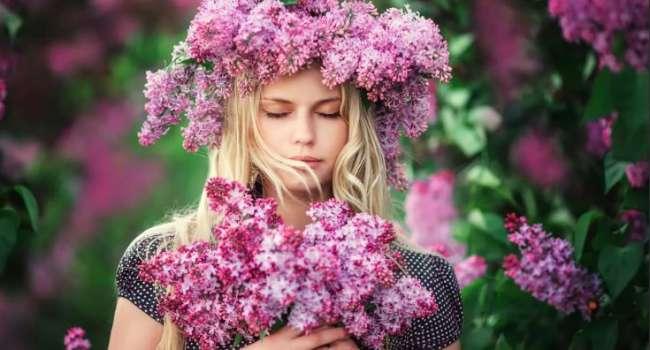 Учитывайте возраст: эксперты рассказали, как правильно выбирать цветы женщинам на 8 Марта