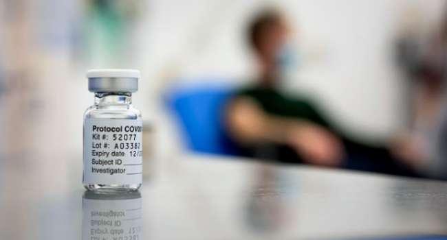 Блогер: власть предлагает украинцам вакцинацию экспериментальными препаратами