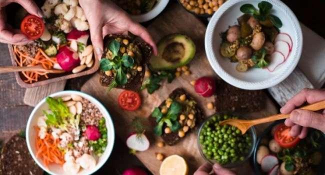 Очень опасна для костей: медики подтвердили вред веганской диеты