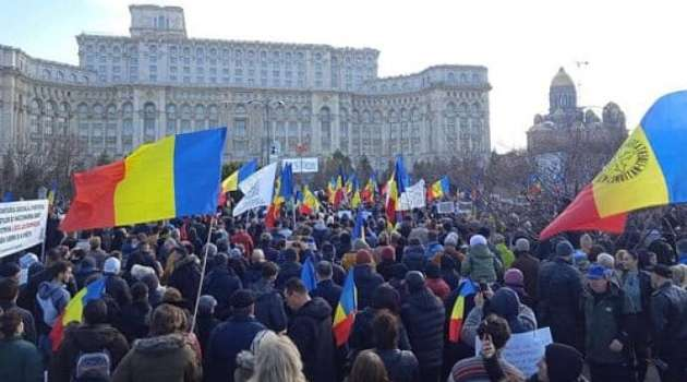В Бухаресте состоялся митинг против планов власти ввести обязательную вакцинацию от коронавируса