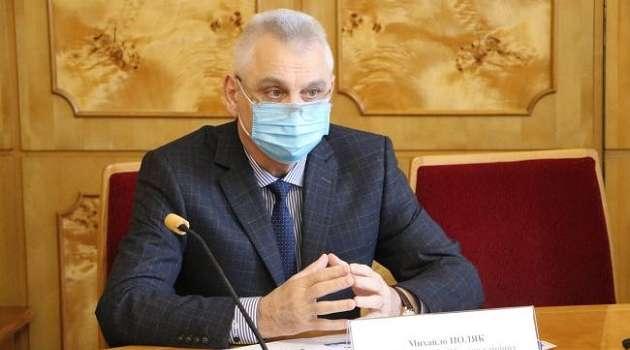Ежедневно умирает по 12 человек: на Закарпатье заявили о коллапсе с медицинской системой