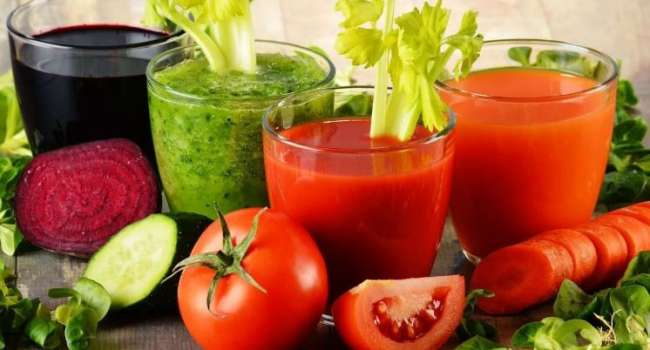 Снизить холестерин и давление: ученые назвали самый полезный сок