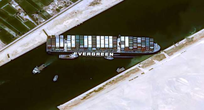Из-за блокировки Суэцкого канала цены на нефть рекордно снизились