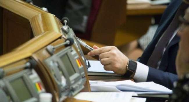 Нардеп: все, кто проголосовал сегодня за это позорное «дверное» постановление теперь – в одном ряду с «героями» 16 января