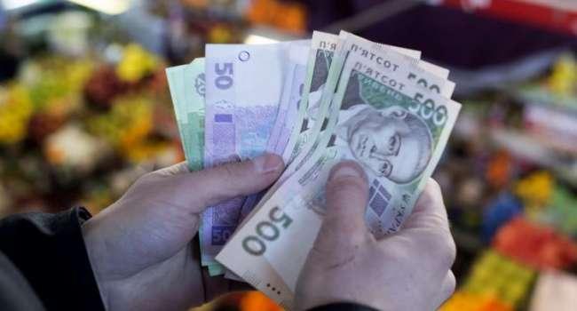 Госстат: в феврале средняя зарплата в Украине выросла на 212 гривен