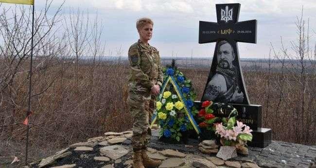 Омелян: Москву сильно смущает, что военный атташе США отдает дань памяти Василию Слипаку, который погиб от пули российского снайпера