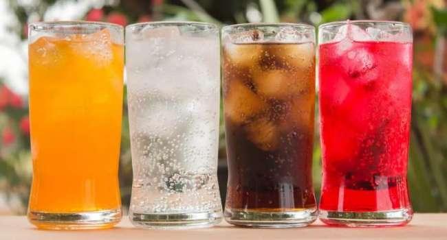 Особенно вредны для детей: ученые обнаружили еще одну опасность сладких напитков