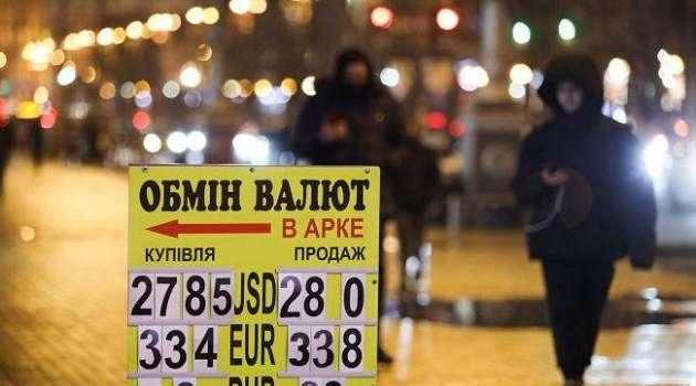 Торги на межбанке: курс доллара поднялся до отметки выше 28 гривен