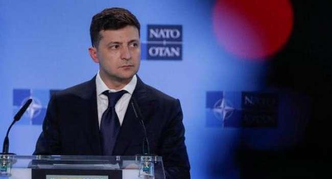 Журналист: тактика Зеленского – громко «стучаться» в двери НАТО – почти беспроигрышная