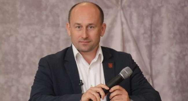 «Вдоль всей границы, а потом – получение паспортов»: Стариков рассказал о вакцинации российским препаратом в Украине