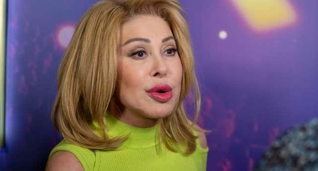 «Как же Любанька любит целовать всех в губаньки»: Успенская на публике поцеловалась с женщиной