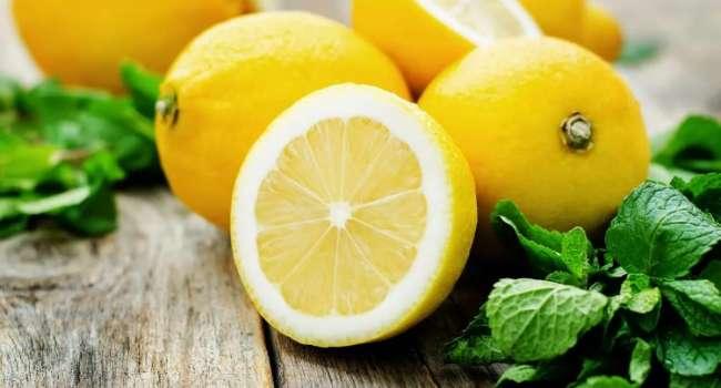 Полезны далеко не каждому: диетолог развенчала главные мифы о лимонах