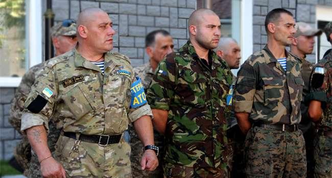 «Кинули на землю»: ветераны АТО едва не разнесли здание сельсовета в Гостомеле