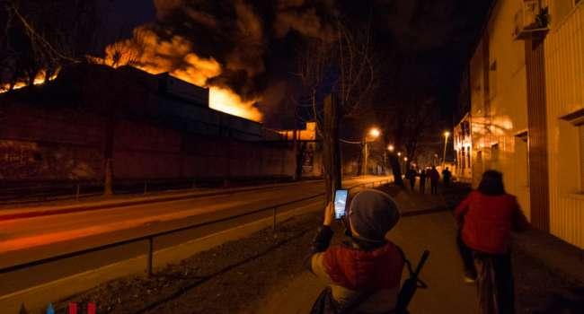 «Спасти не удастся…»: в Донецке масштабный пожар, местное «МЧС» бессильно, люди напуганы