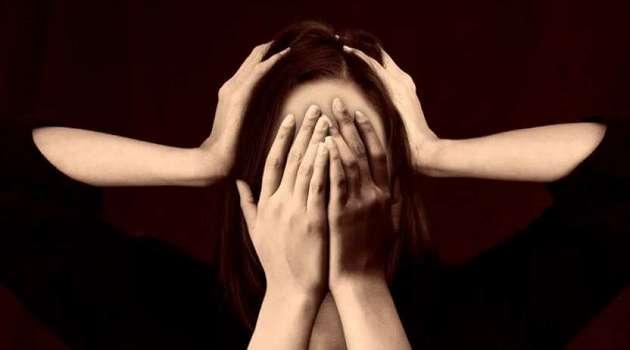 Головную боль нельзя лечить таблетками: врач назвал причину