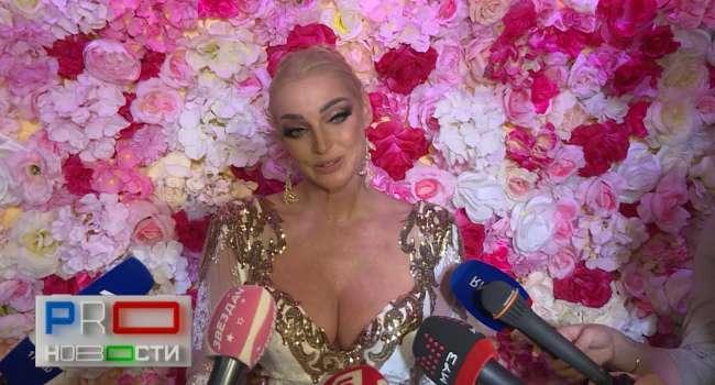 «Буду красоваться перед любимым»: Анастасия Волочкова позировала в белье и прозрачных «голых» пеньюарах