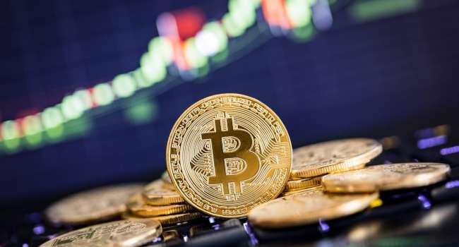Стоимость самой популярной криптовалюты приблизилась к 65000 долларов