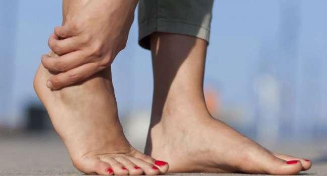 Не только образ жизни: медики рассказали, с чем могут быть связаны отёки