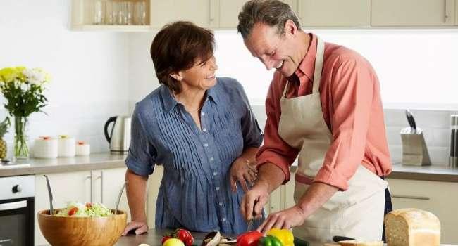 Гормоны и обменные процессы: диетологи рассказали, как не набрать вес в зрелом возрасте