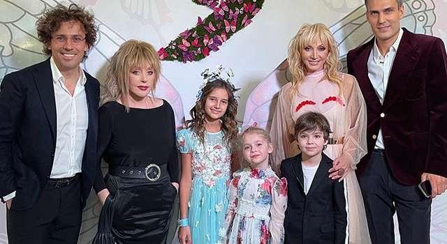 «Кристина, Ваши мальчики просто суперские!» Орбакайте поделилась семейным фото, сделанным на праздновании дня рождения Пугачевой