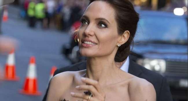 «Вид немного бомжеватый»: Анджелина Джоли удивила нарядом и изменениями во внешности