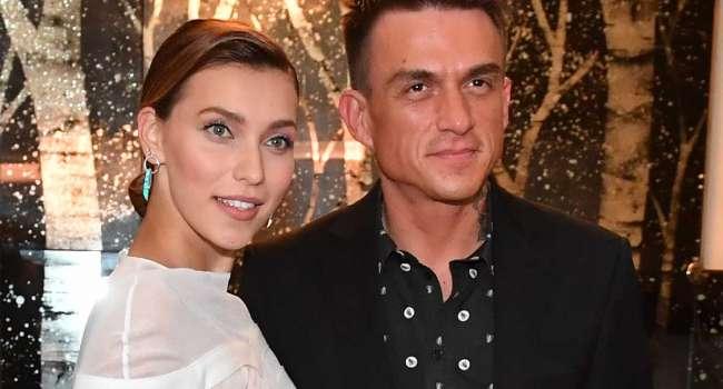 Регина Тодоренко показала видео, где прервала процесс нанесения макияжа, из-за того, что муж довел ее до слез