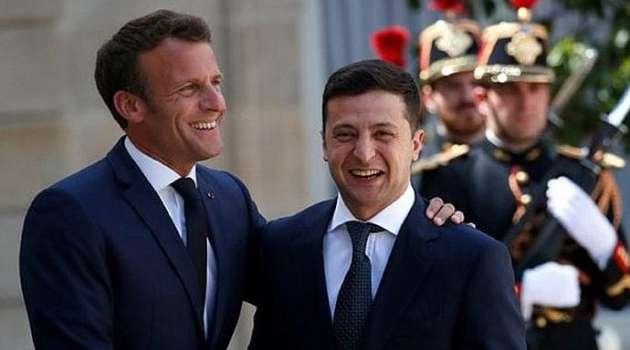 Дипломат: Зеленский в Париже оказался неготовым к жестким переговорам с Макроном и Меркель