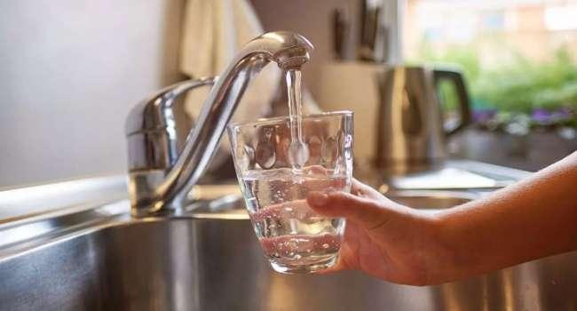 Вызывает множество заболеваний: доктор объяснила, почему нельзя пить воду из-под крана