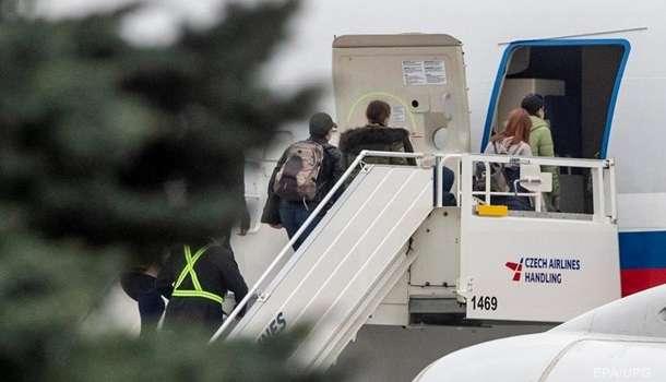 18 российских дипломатов покинули Чехию на правительственном борте РФ Ил-96