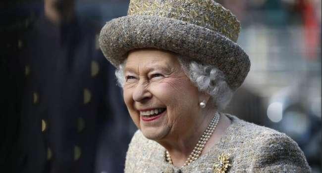 «Она едина с сыном и внуком»: Елизавета II заняла четкую позицию в конфликте принцев Гарри и Уильяма