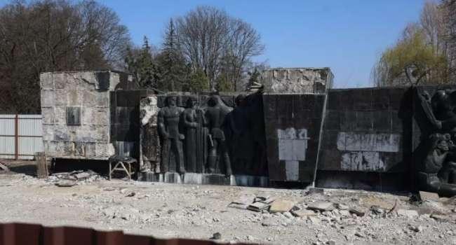 «Что там, президент, вы говорили о борьбе с нацизмом?»: Украинский политик прокомментировал снос барельефа во Львове