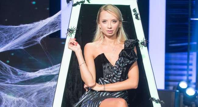 «Бесконечно сексуальная»: Ирина Сопонару в черном парике и полупрозрачном боди похвасталась своей фигурой