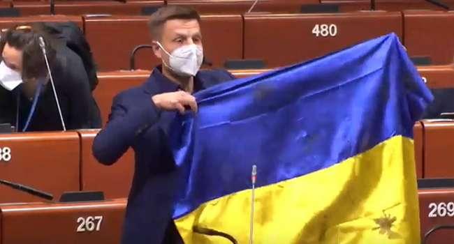 Нардеп: в ПАСЕ слова лишили украинского народного депутата, который отстаивает позиции Украины, но от Зеленского – ни слова