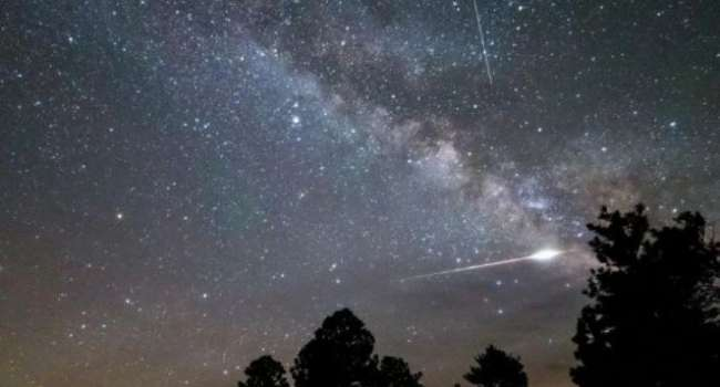 Остатки кометы Галлея: учёные рассказали о красивом метеорном потоке в начале мая