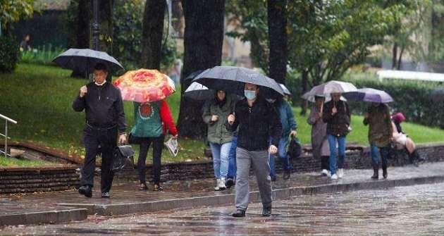 Грозовые дожди и похолодание: синоптики рассказали, какой будет погода на выходных