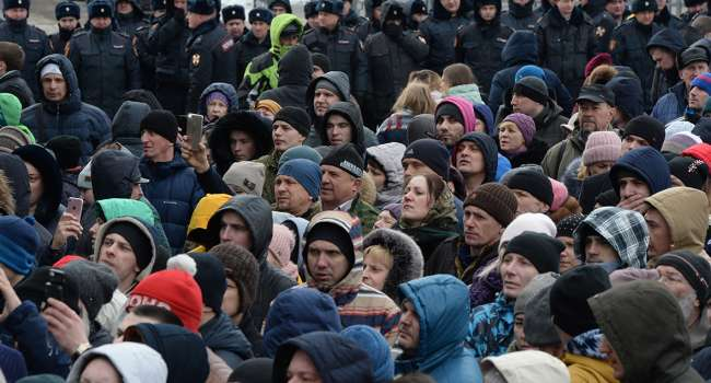 Яковина: список недружественных по отношению к россиянам государств надо начинать с России