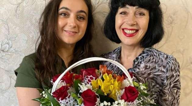 Мендель в соцсети опубликовала фото празднования Пасхи со своей семьей