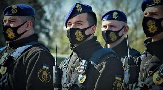 Полицейские Одессы задержали мужчину с коммунистической символикой
