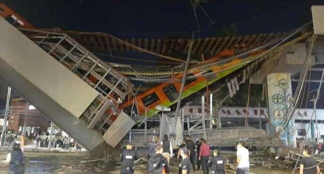 Во время движения поезда обвалился мост метро. Как минимум 13 жертв