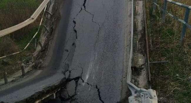 Блогер: вот бы понять «логику» «зеленой власти» – оказывается в том, что мост рухнул на Львовщине – виноват Порошенко