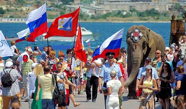 Джемилев озвучил количество россиян, которых Россия загнала в Крым