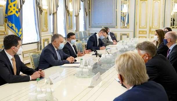Зеленский с главами МИД Бенилюкс обсудил ситуацию на Донбассе