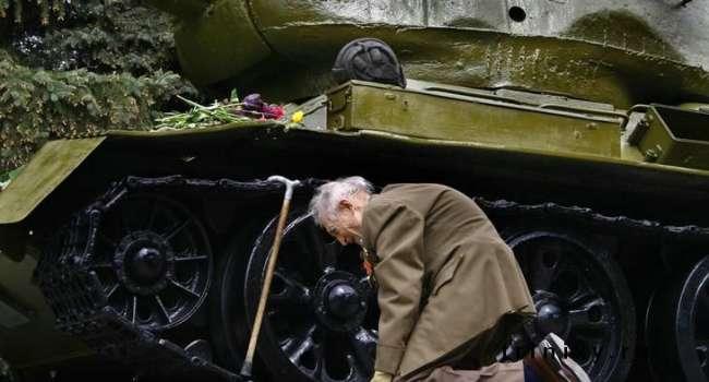Политолог: 9 мая 1945 все встретили по-разному – где-то фронтовики стреляли в небо, а где-то лили горькие слезы, понимая, что это конец
