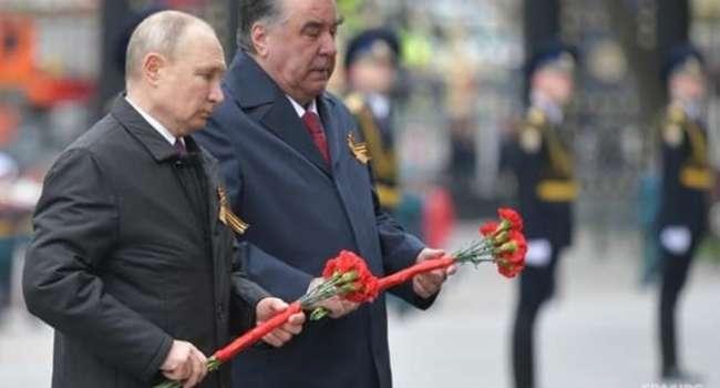 Политолог: Путин даже по такому случаю и в окружении кучи лояльных военных надел бронежилет, как только выполз из бункера